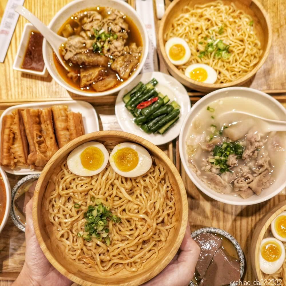 大師兄銷魂麵舖-台中店 超火紅銷魂麻辣麵 清燉湯頭也很讚!