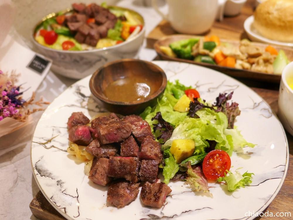 甲奔甲肉|中美街上好吃舒肥牛排只要$260!肉質軟嫩又營養均衡,大推啊~