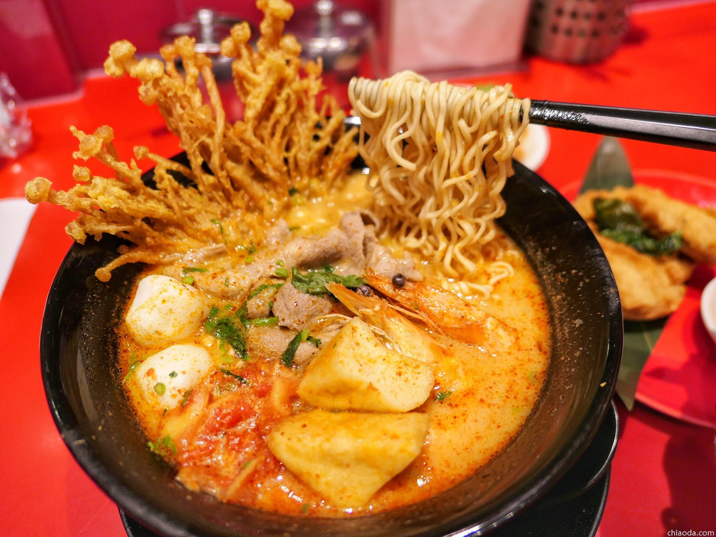 大心新泰式麵食 百貨美食推薦!湯頭優秀、配料豐富,一碗就滿足!