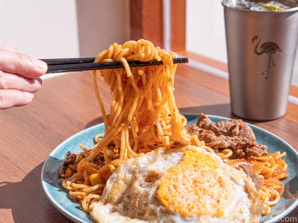 土木公社昌平店-泡菜烤肉鐵板麵 附香煎土雞蛋