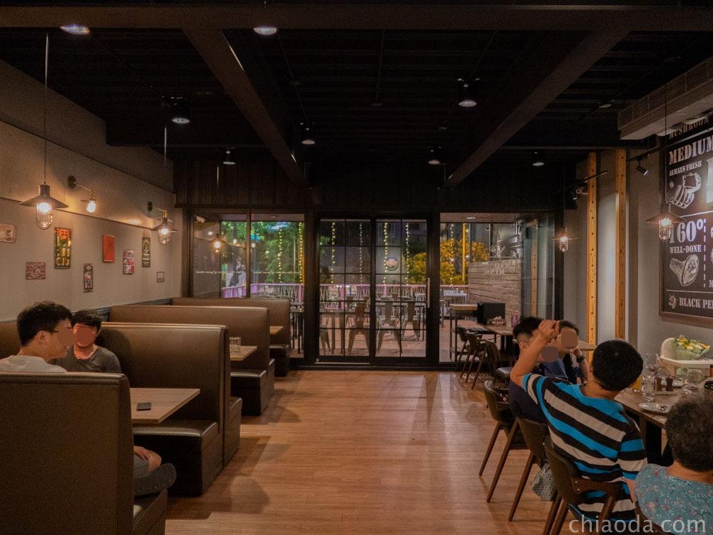貓王經典餐酒館 二樓用餐環境