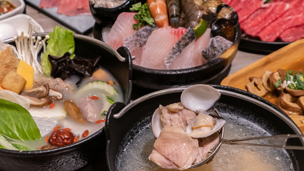 論石間鍋物|中科商圈火鍋推薦 蔬菜自助吧任挑任選 激推石鍋湯底和蒜頭蛤蜊雞鍋!