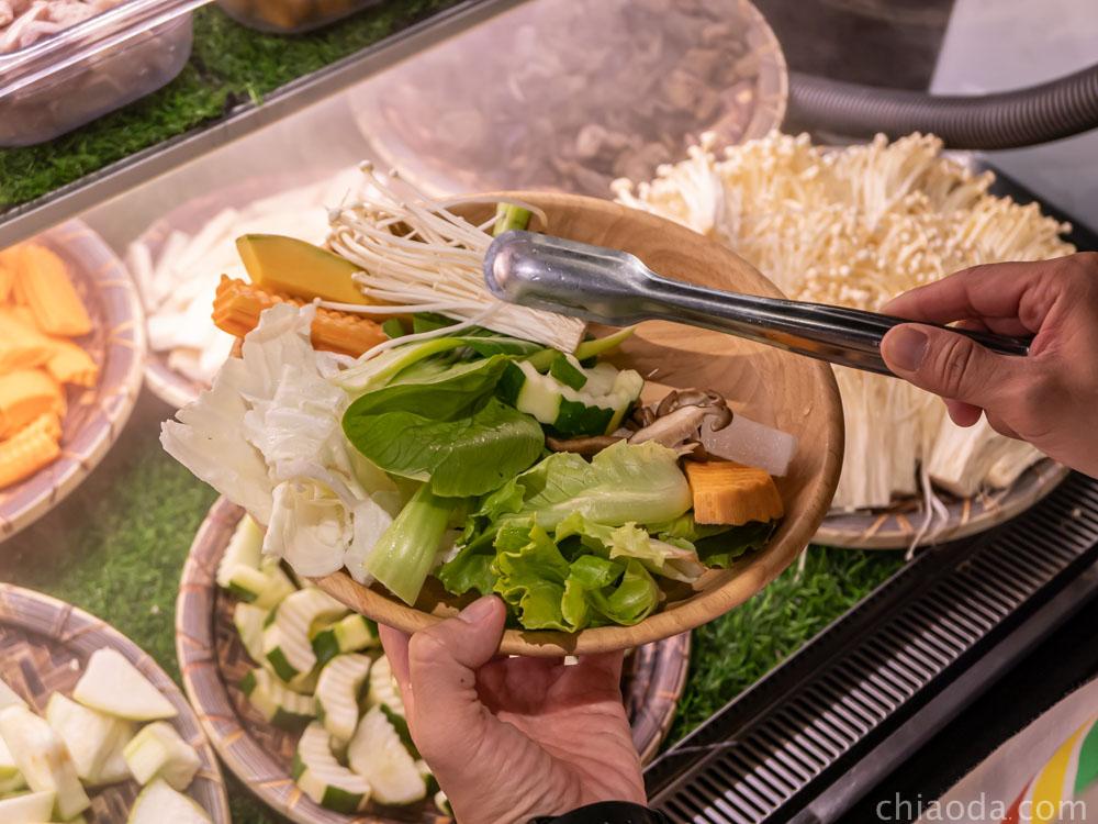 論石間鍋物台中中科店 蔬菜自助吧 菜盤任挑
