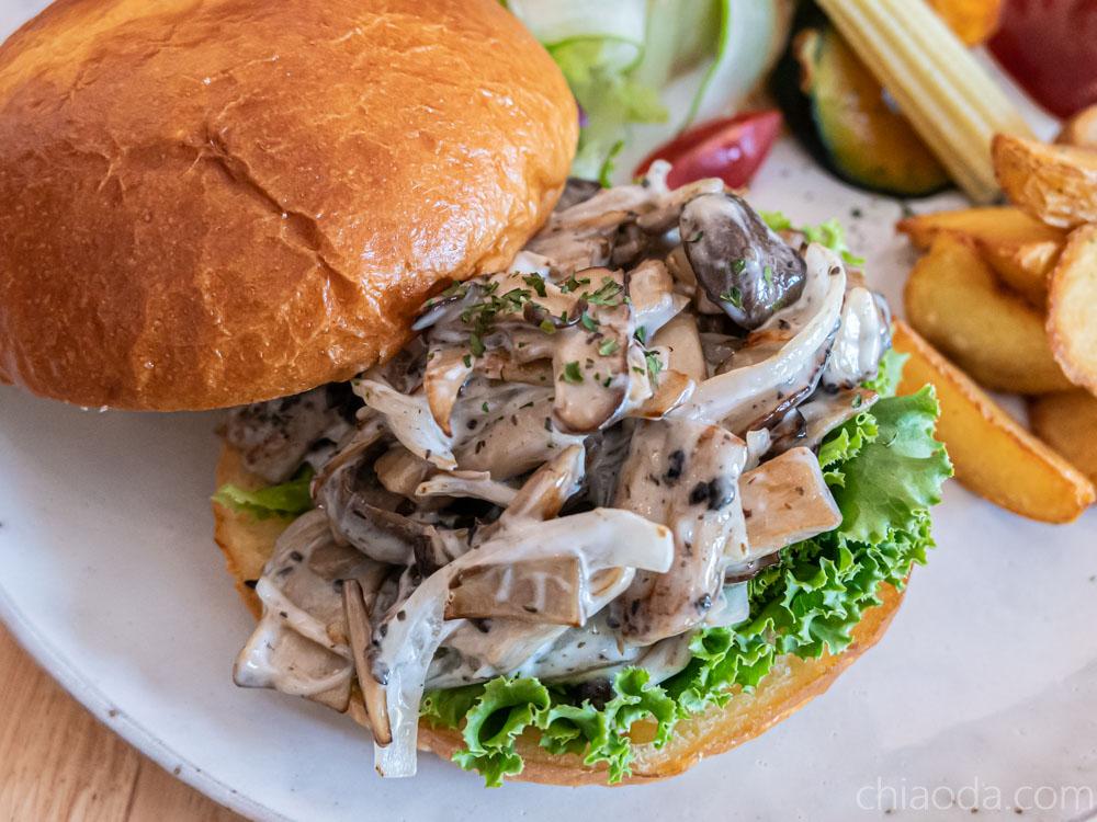青瑪 松露奶油蕈菇堡 台中南屯漢堡早午餐
