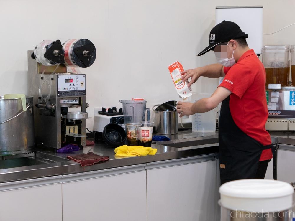 台中火車站美食街 鐵鹿大街 東洲黑糖奶鋪 光泉鮮奶