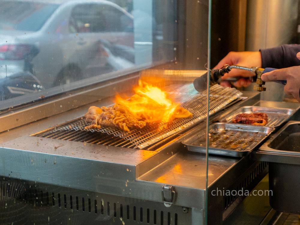 汍樂滿盛燒肉丼潭子店 開放式廚房