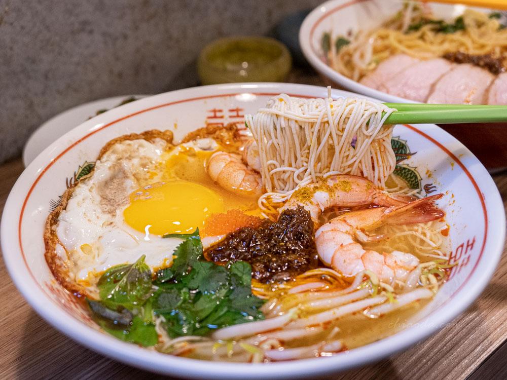 ㄔ麵小酸辣 鮮蝦+豆腐麵+半熟荷包蛋