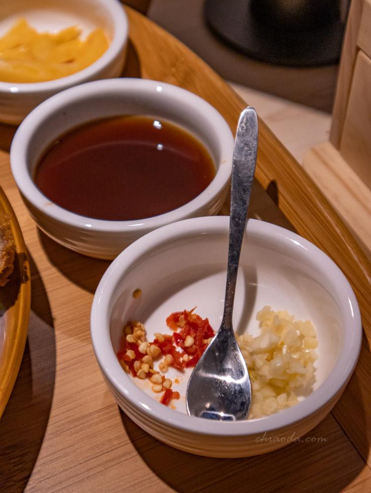 花一番炸牛排 蒜蓉辣椒及醬油