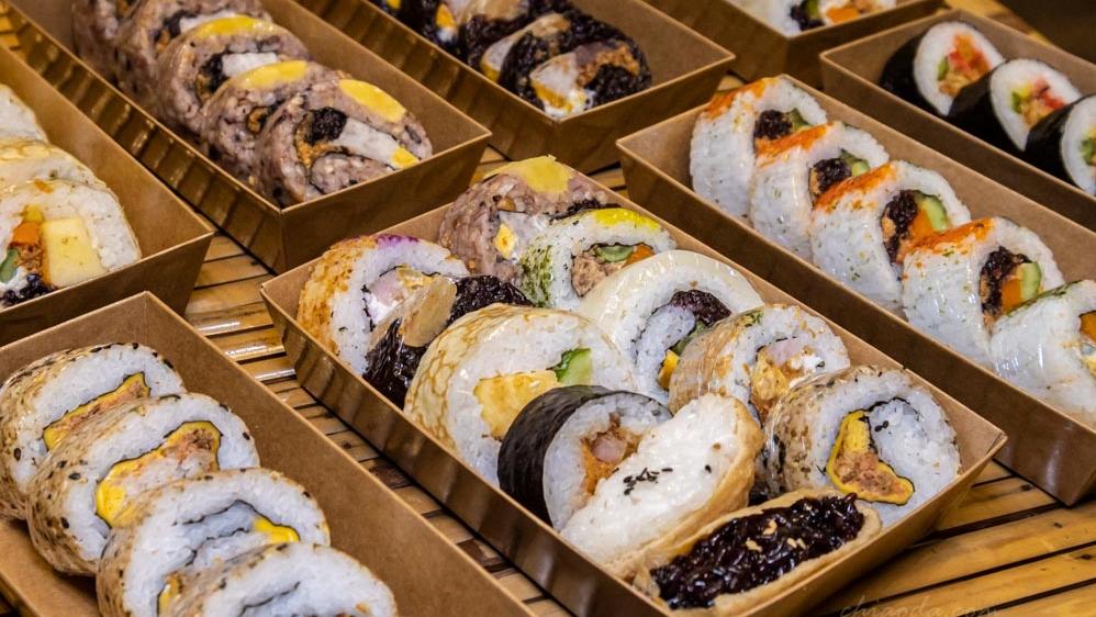 霜月壽司|逢甲商圈捲壽司花壽司推薦!櫻花市場和東海大學也即將開分店囉~
