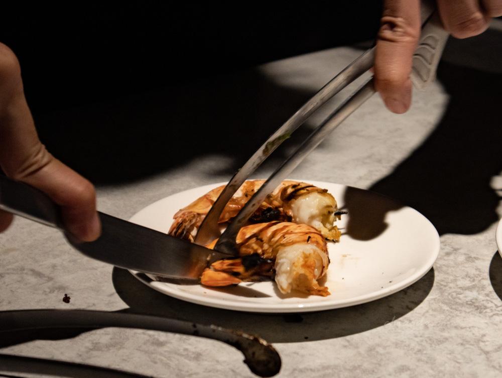 燒肉風間 剝蝦服務