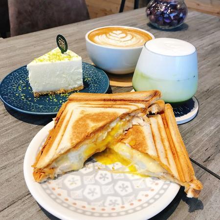 台中西屯|Queue  Cafe 主打手沖咖啡  熱壓吐司堪西起司很厲害😍